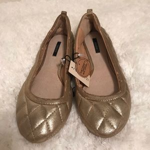 NWT ⬇️FINAL PRICE⬇️ Forever 21 quilted gold flats.
